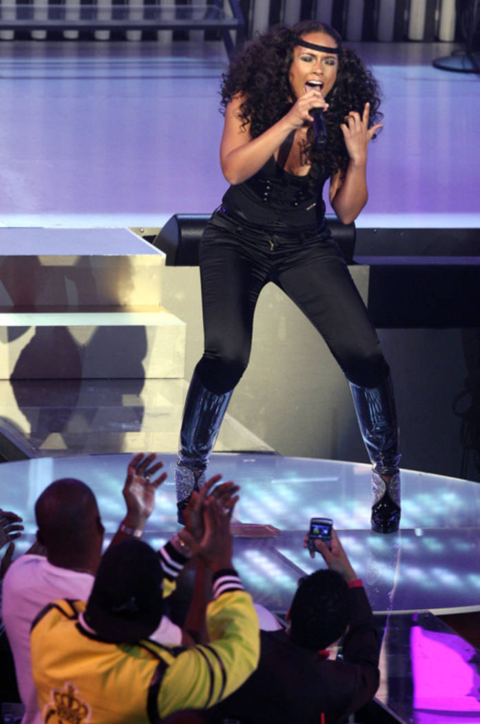 """Alicia Keys performs during the """"MTV Video Music Awards"""" at The Pearl Sept. 9, 2007. (Las Vegas ..."""