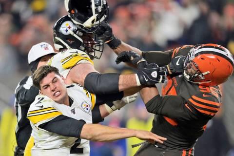Cleveland Browns defensive end Myles Garrett (95) hits Pittsburgh Steelers quarterback Mason Ru ...