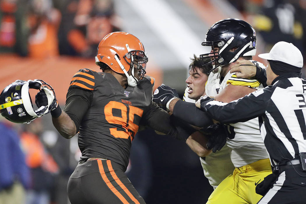 Cleveland Browns defensive end Myles Garrett, left, gets ready to hit Pittsburgh Steelers quart ...