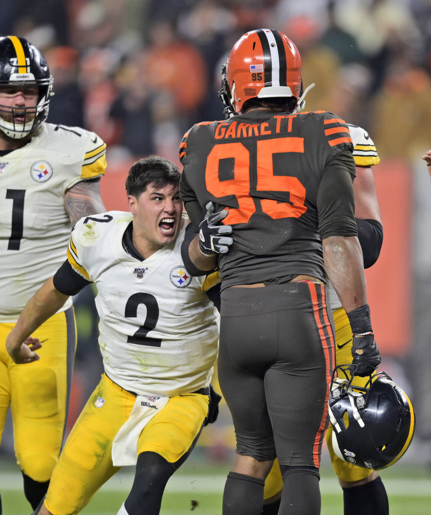 Pittsburgh Steelers quarterback Mason Rudolph (2) goes after Cleveland Browns defensive end Myl ...