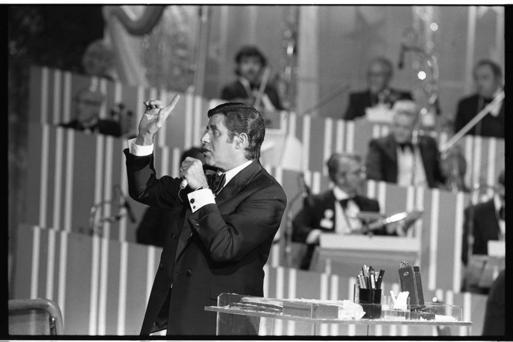 Jerry Lewis interacts with the orchestra during the 15th annual Jerry Lewis Labor Day Telethon ...