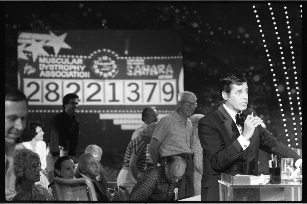Jerry Lewis announces a new total during the 15th annual Jerry Lewis Labor Day Telethon for Mus ...