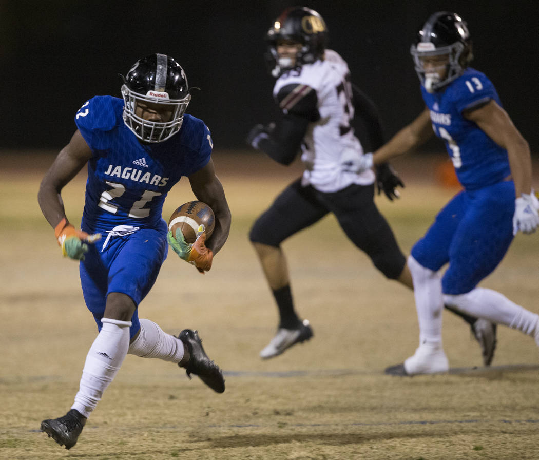 Desert Pines sophomore running back Javontae Barnes (22) sprints towards the sideline past Fait ...