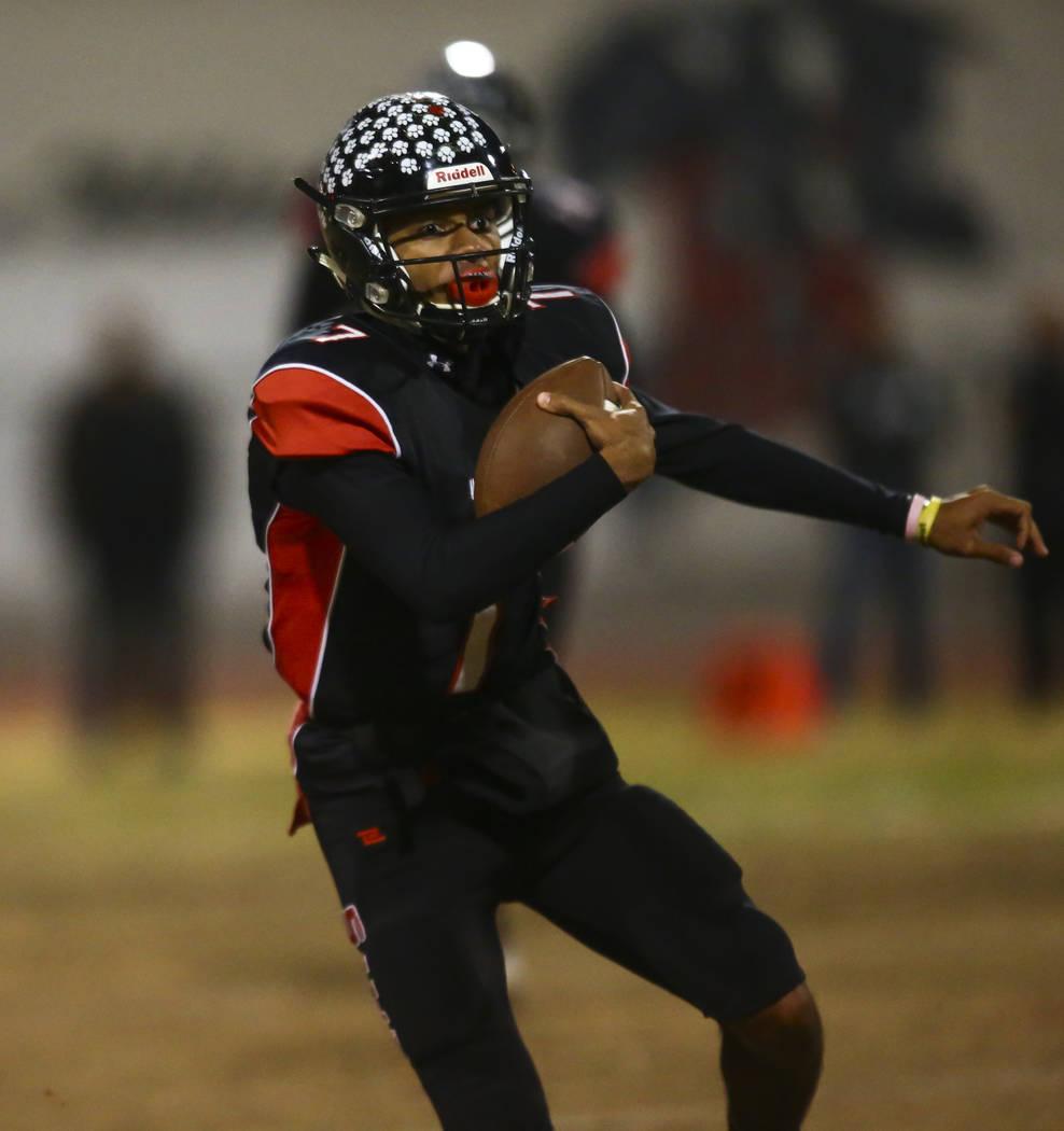 Las Vegas quarterback Ja'Shawn Scroggins (7) runs the ball during the first half of a football ...