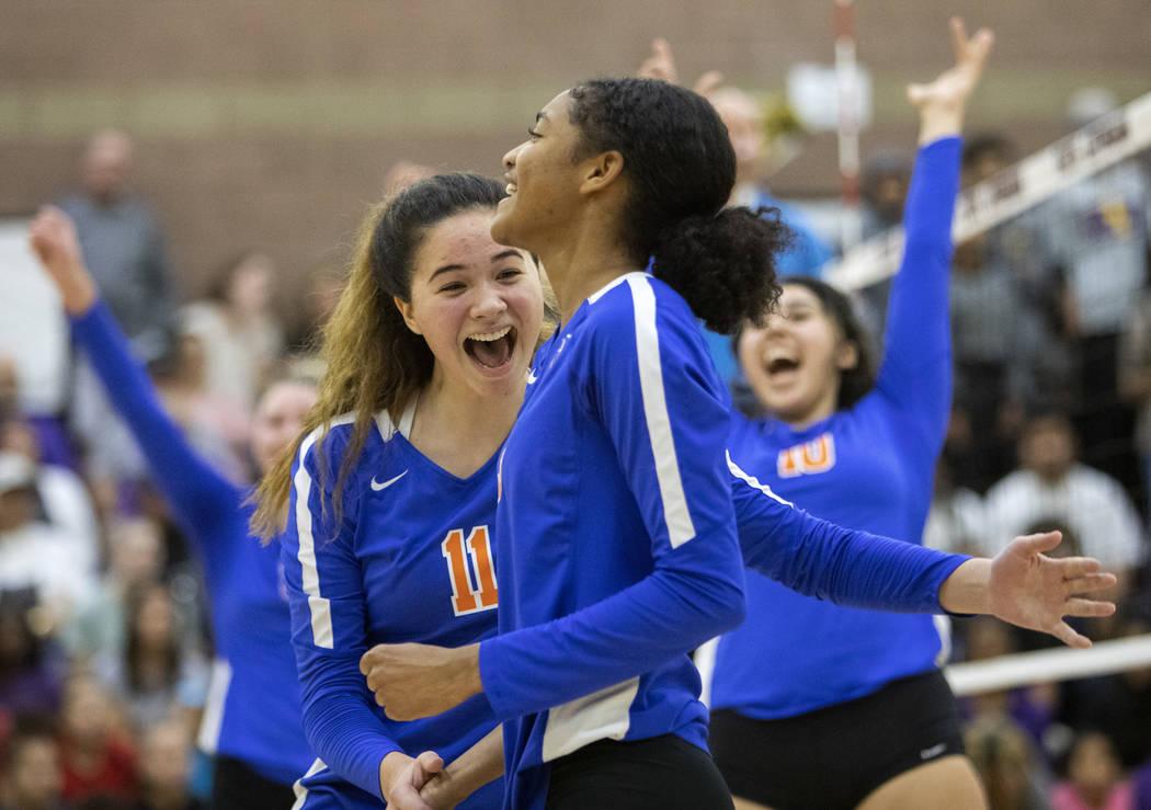 Bishop Gorman High School's Caroline Edgeworth (11) cheers with her teammate Kyndaal Stansberry ...
