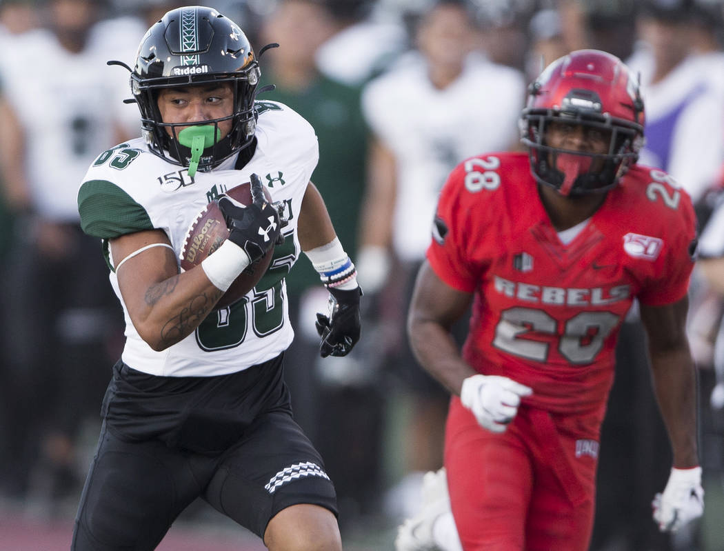 Hawaii Warriors wide receiver Lincoln Victor (85) breaks free for a big run past UNLV Rebels de ...