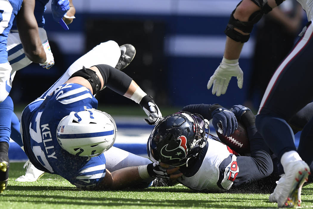 Houston Texans outside linebacker Whitney Mercilus (59) recovers a fumble in front of Indianapo ...