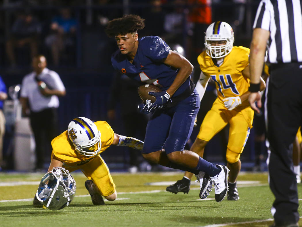 Bishop Gorman's Rome Odunze (4) runs the ball after losing his helmet during the second half of ...