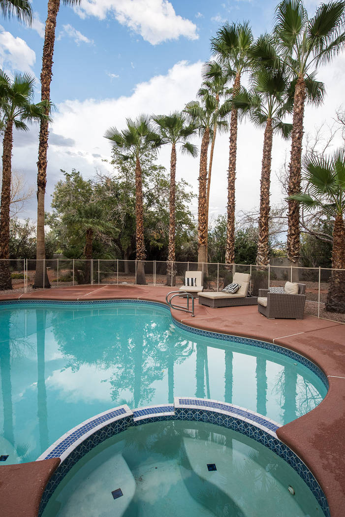 The guesthouse has a pool and a spa. (Simply Vegas)
