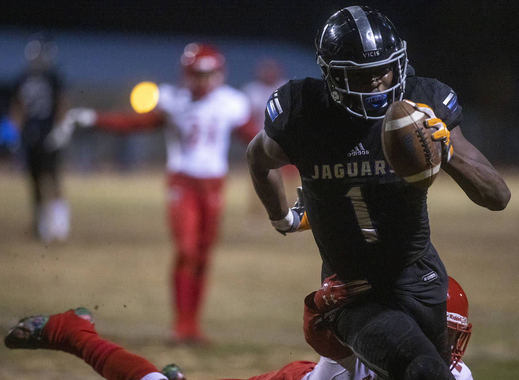 Desert Pines' Darnell Washington (1) makes way to the end zone as Arbor View's Rickie Davis Jr. ...