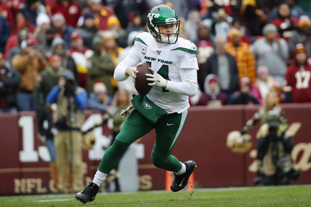 New York Jets quarterback Sam Darnold (14) looks downfield to pass the ball during the first ha ...
