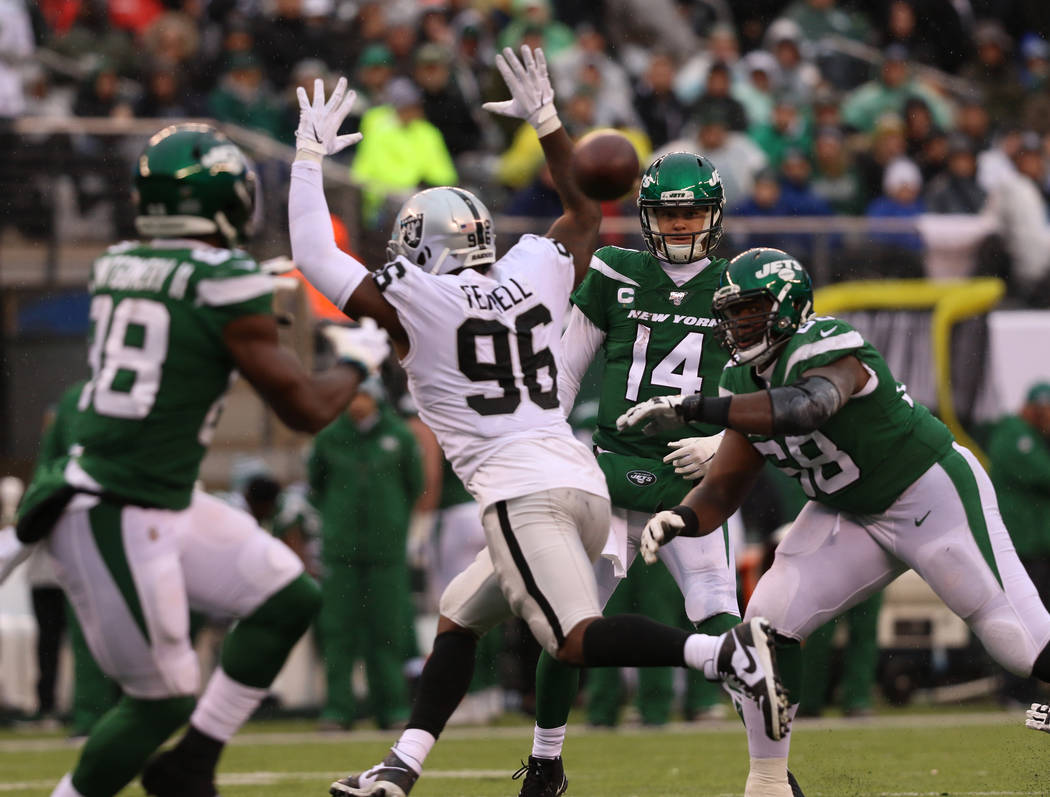 New York Jets quarterback Sam Darnold (14) throws a pass to running back Ty Montgomery (88) as ...