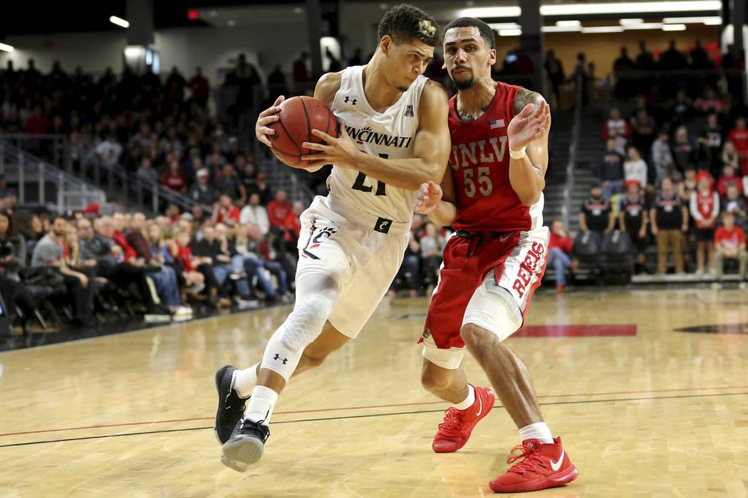 Cincinnati guard Jaevin Cumberland (21) drives to the basket as UNLV guard Elijah Mitrou-Long ( ...
