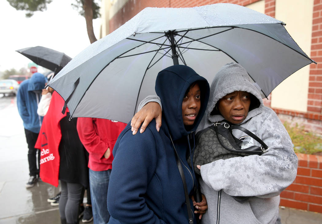 Gloria Davis, left, and her mother Teresa McCloud, both of Las Vegas, stay warm while waiting i ...