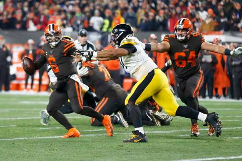 Cleveland Browns quarterback Baker Mayfield (6) plays against Pittsburgh Steelers defensive end ...