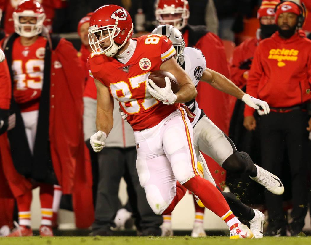 Oakland Raiders free safety Erik Harris (25) pursues Kansas City Chiefs tight end Travis Kelce ...
