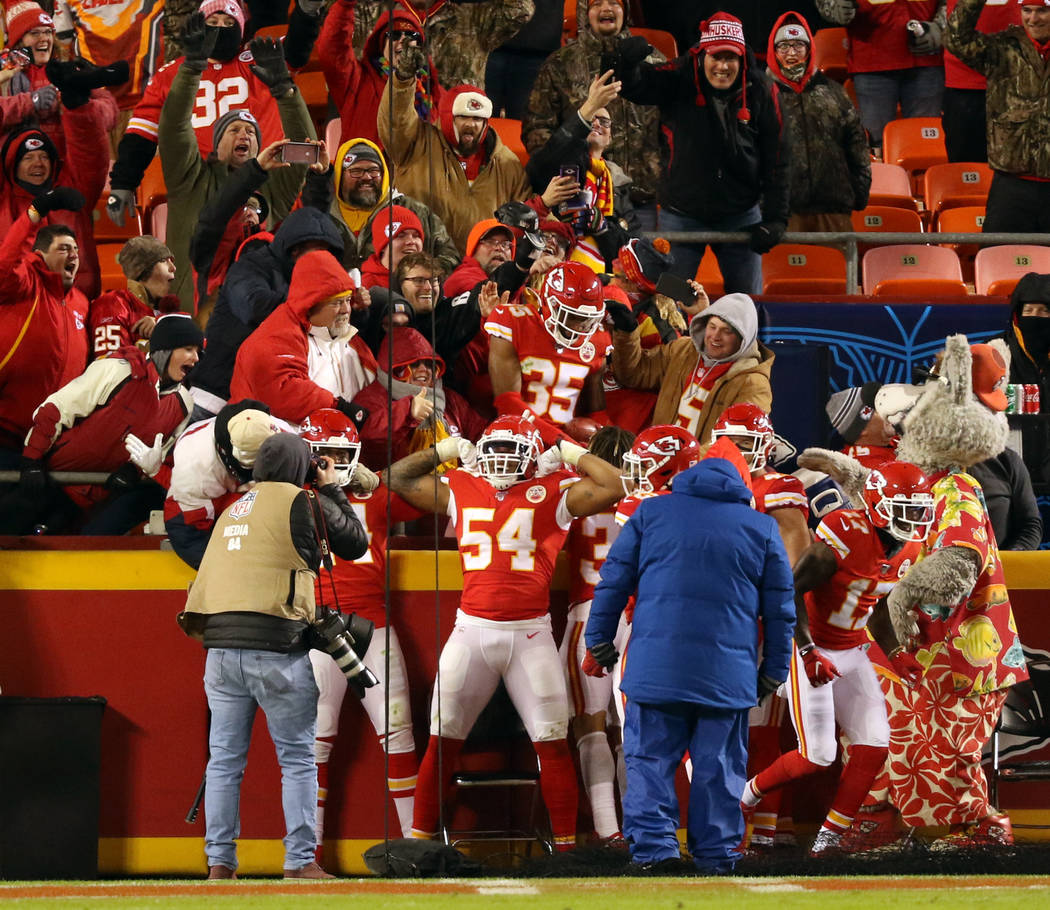 Kansas City Chiefs outside linebacker Damien Wilson (54) flexes as cornerback Charvarius Ward ( ...