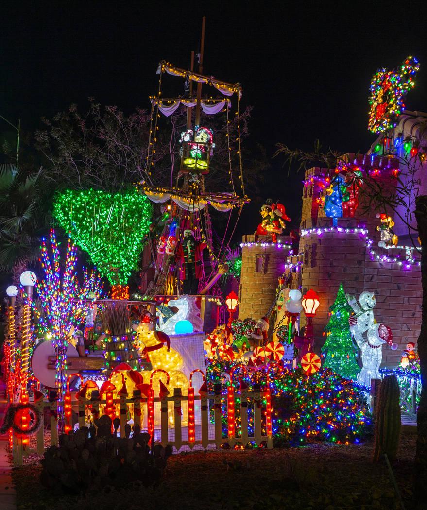 Great Christmas Light Fight: Henderson Couple's Display
