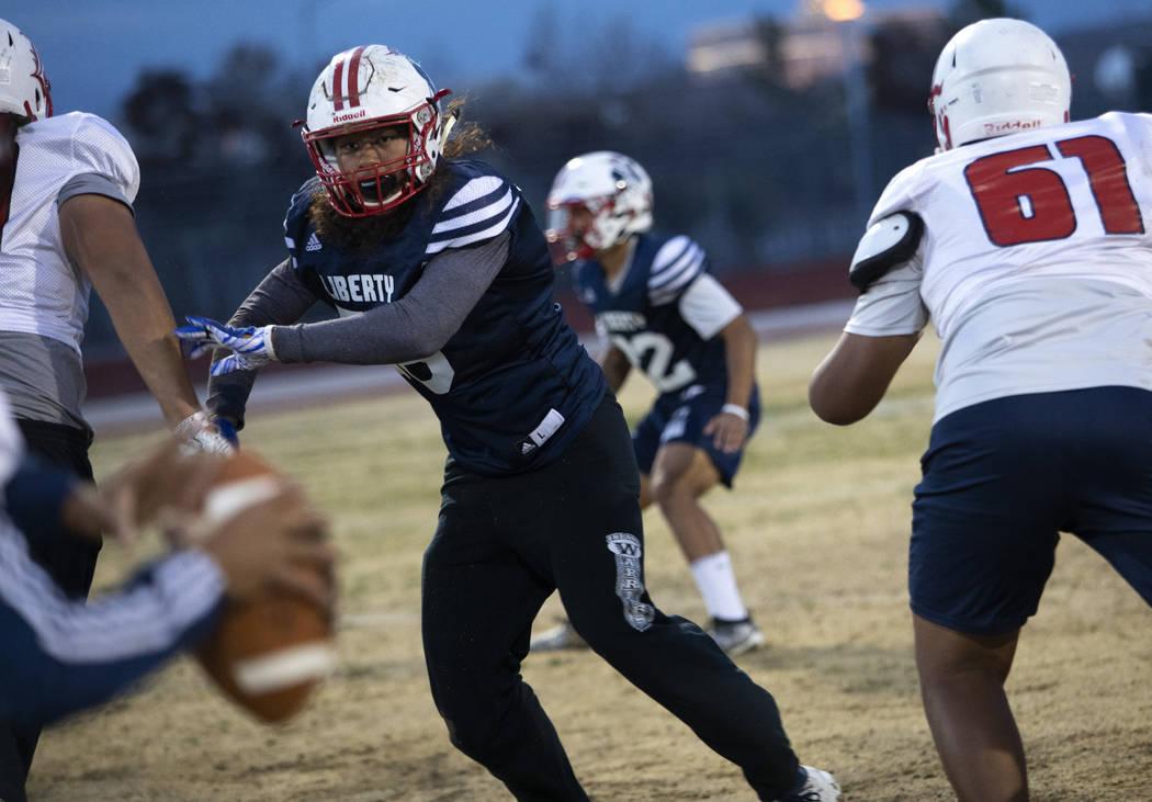 Liberty High School offensive linebacker Toa Tai (10) runs scenarios during football practice a ...