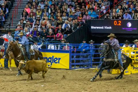 Heeler Hunter Koch, left, of Vernon, Texas, and Header Matt Sherwood of Pima, Ariz., work toget ...