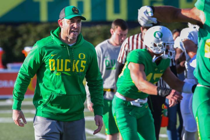 Oregon Offensive Coordinator Marcus Arroyo works with the quarterbacks and the offense on Wedne ...