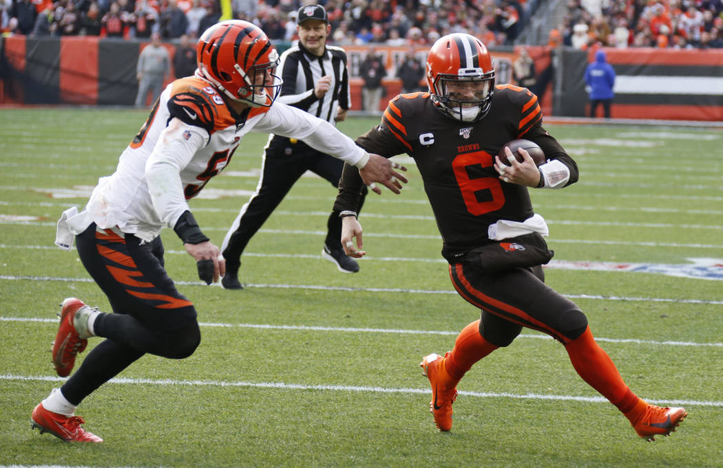 Cleveland Browns quarterback Baker Mayfield (6) rushes for a 7-yard touchdown during the first ...