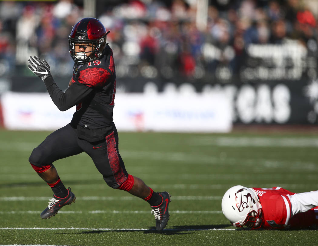 San Diego State running back Donnel Pumphrey (19) runs the ball against Houston during the Las ...