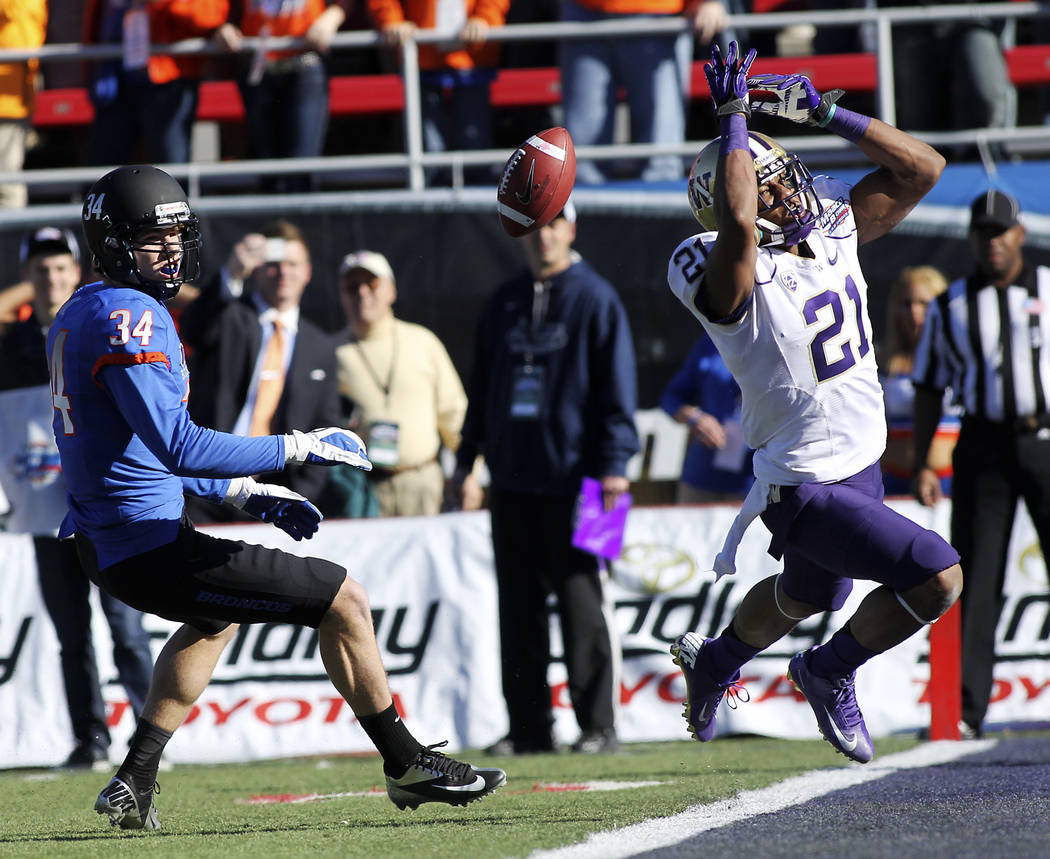 The University of Washington's Marcus Peters (21) drops a potential interception in front of Bo ...