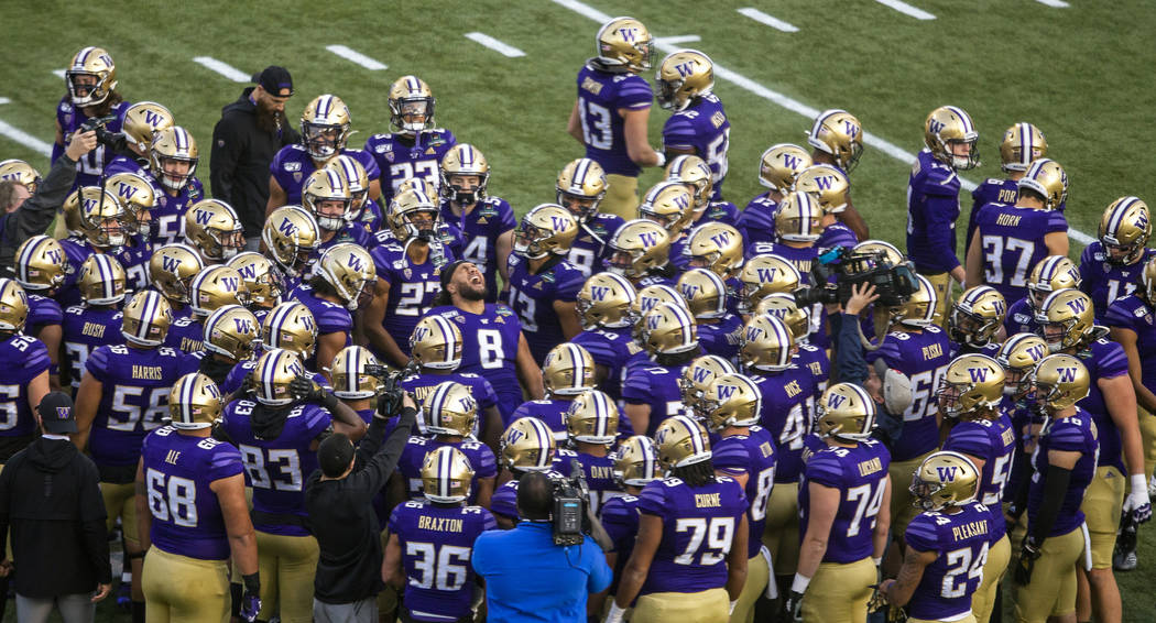 Washington Huskies defensive lineman Benning Potoa'e (8) pumps up his teammates before the star ...