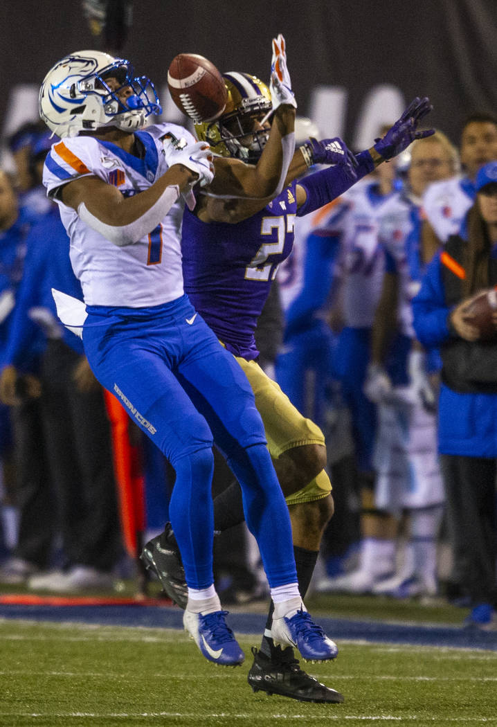 Boise State Broncos wide receiver Octavius Evans (1, left) attempts to secure a long pass broke ...