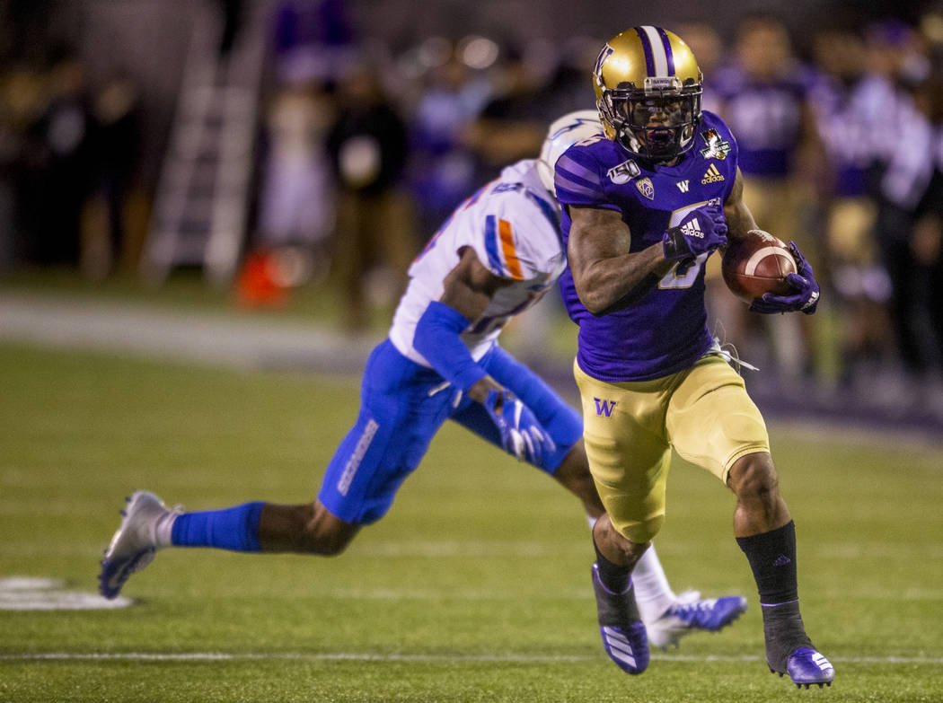 Washington Huskies wide receiver Chico McClatcher (6, right) eyes the end zone as Boise State B ...