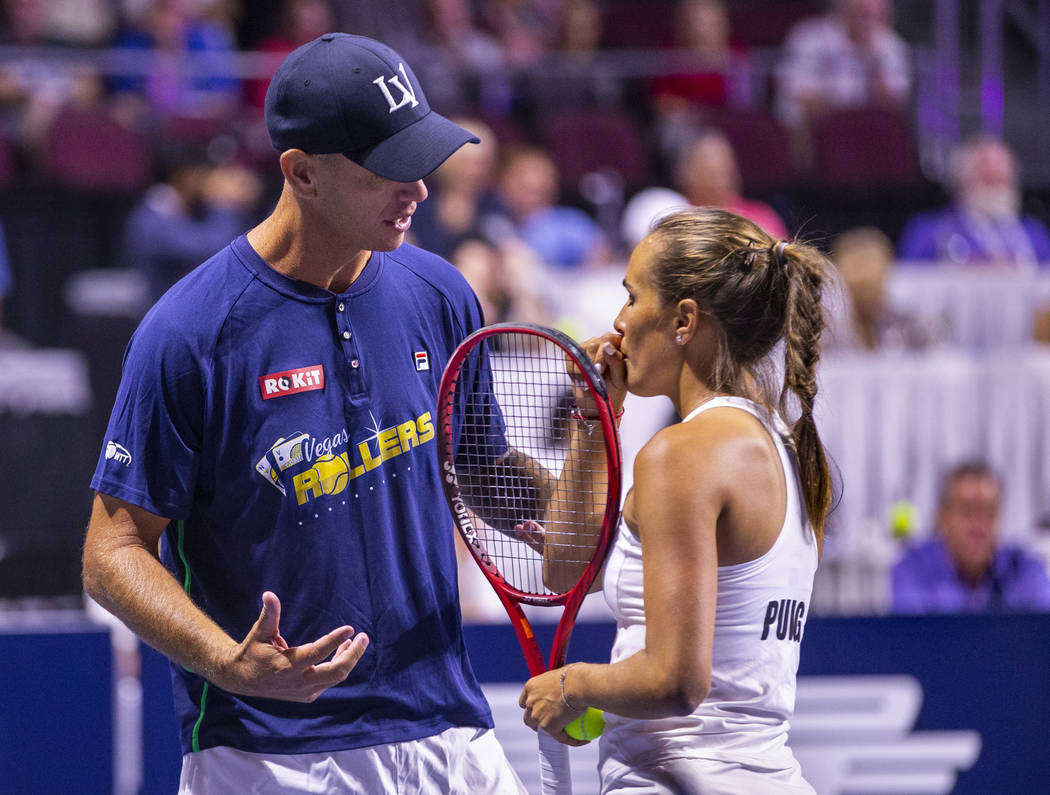 Vegas Rollers head coach Tim Blenkiron confers with Monica Puig in a timeout during her women's ...