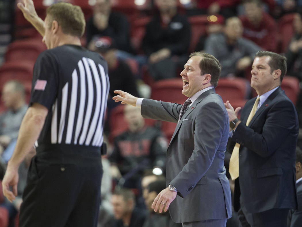 UNLV Rebels head coach T.J. Otzelberger, middle, calls out a play in the first half during an N ...