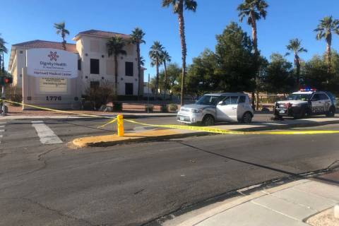 Las Vegas homicide detectives investigate a shooting Saturday in southeast Las Vegas. (Katelyn ...