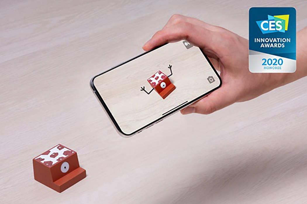 A demonstration of the ROOMY augmented reality block set from creator dear architect.