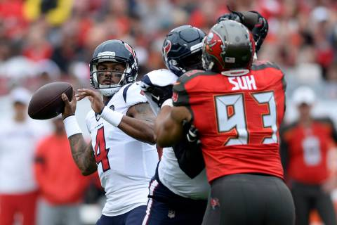 Houston Texans quarterback Deshaun Watson (4) throws a pass against the Tampa Bay Buccaneers du ...