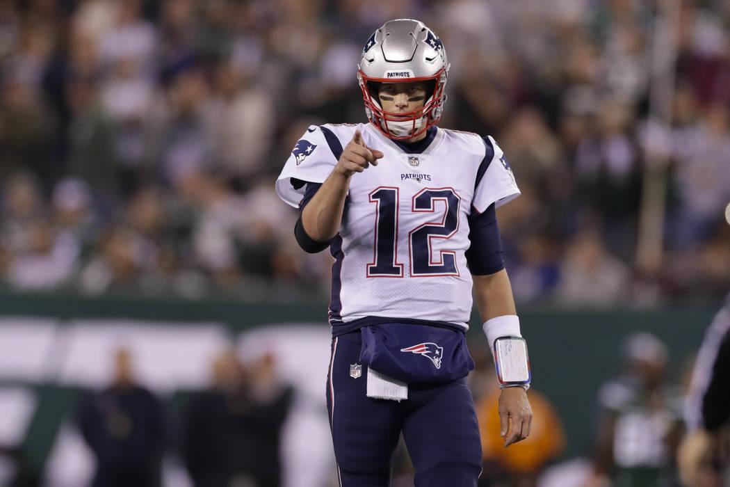 New England Patriots quarterback Tom Brady (12) points to Benjamin Watson (84) after a play dur ...