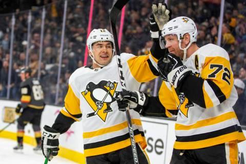 Pittsburgh Penguins' Dominik Simon, left, celebrates a goal by teammate Patric Hornqvist (72) d ...