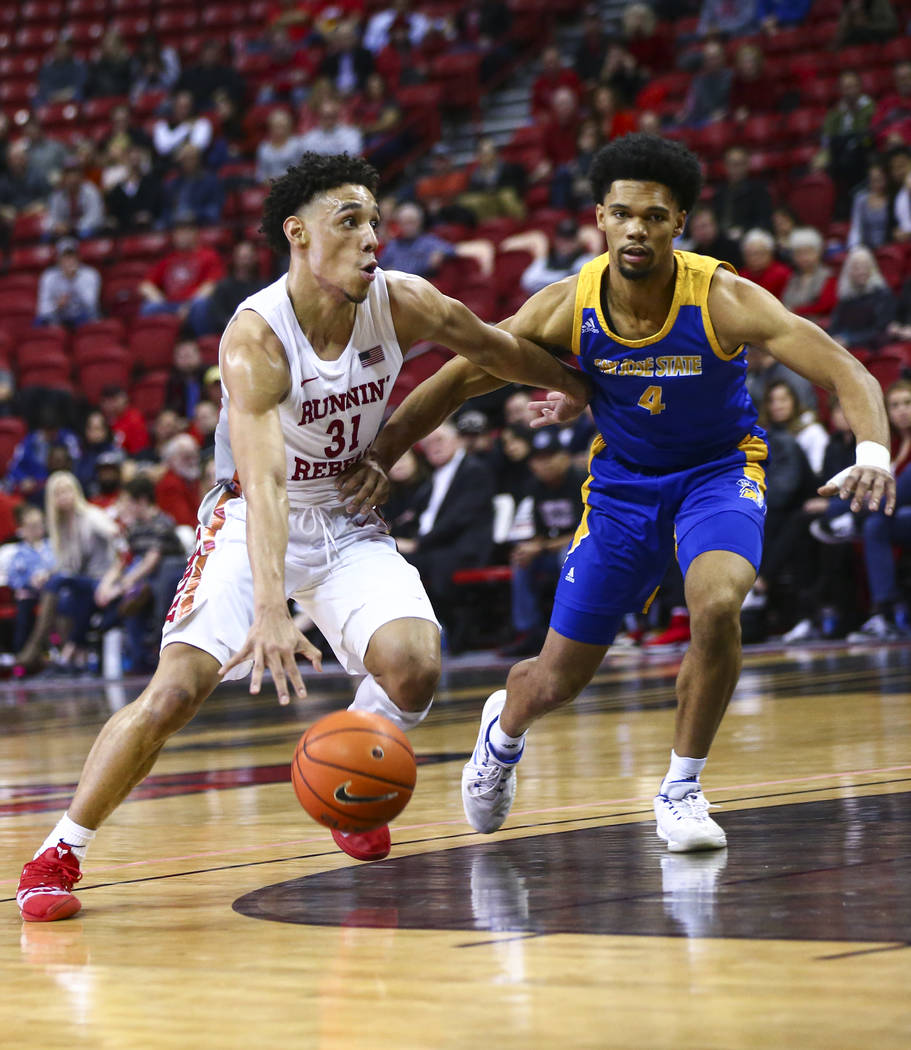 UNLV Rebels' Marvin Coleman (31) drives to the basket against San Jose State Spartans' Zach Cha ...