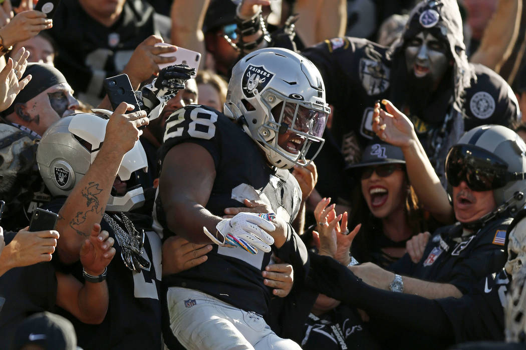 Raiders Josh Jacobs named PFWA Offensive Rookie of...