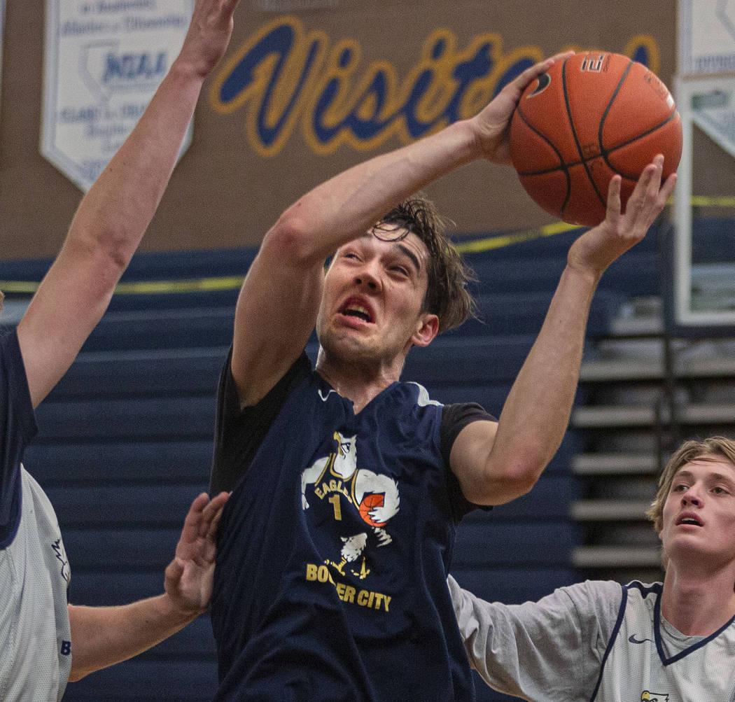 Junior Ethan Speaker (26) runs drills during practice at Boulder City High School on Wednesday, ...