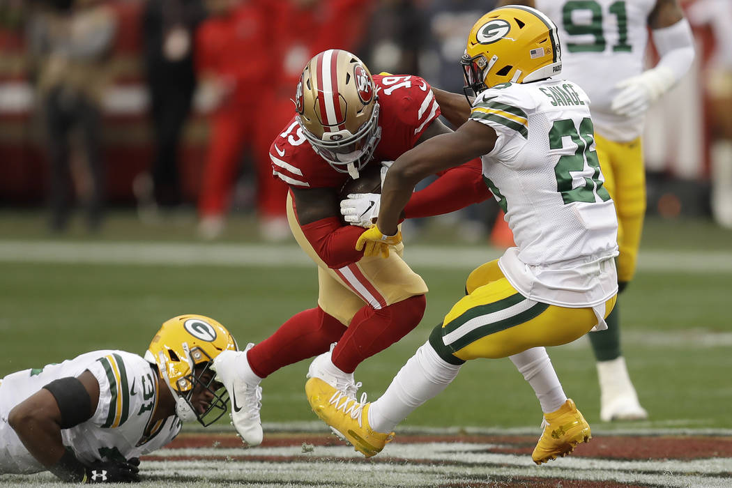 San Francisco 49ers wide receiver Deebo Samuel (19) runs between Green Bay Packers free safety ...