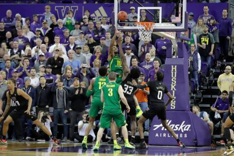 Oregon forward Shakur Juiston (10) hits a two-point basket to tie an NCAA college basketball ga ...