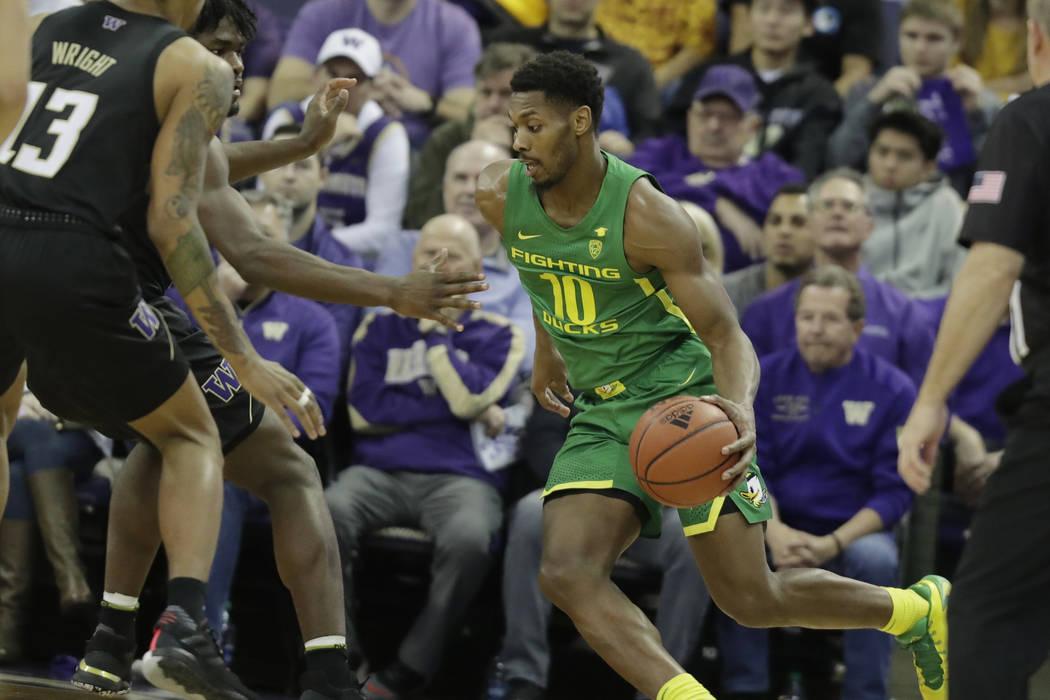 Oregon forward Shakur Juiston (10) drives against Washington during the first half of an NCAA c ...