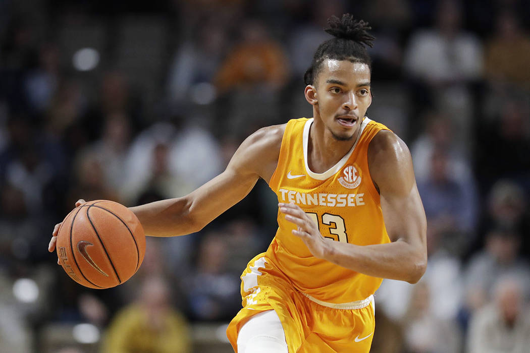 Tennessee guard Jalen Johnson brings the ball up against Vanderbilt during the second half of a ...