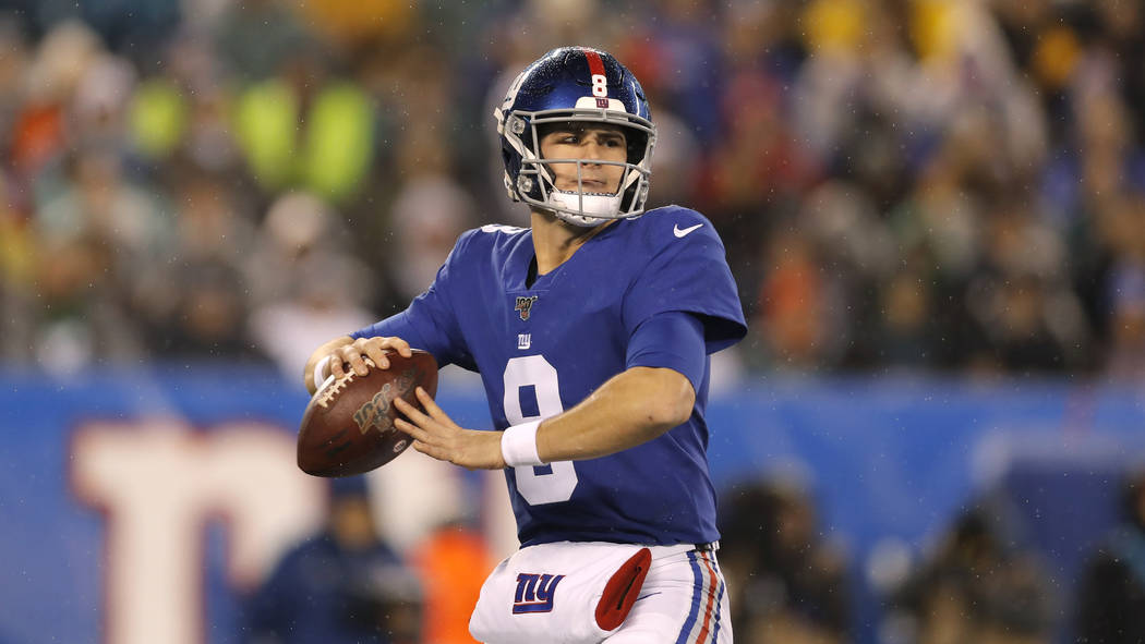 New York Giants quarterback Eli Manning (10) looks to throw in the first half of an NFL footbal ...