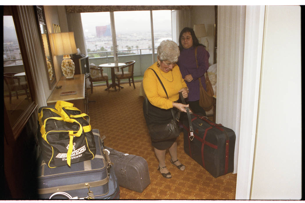 Guest check out of the Dunes for the last time in this photo from Jan. 24, 1993. (Las Vegas Rev ...
