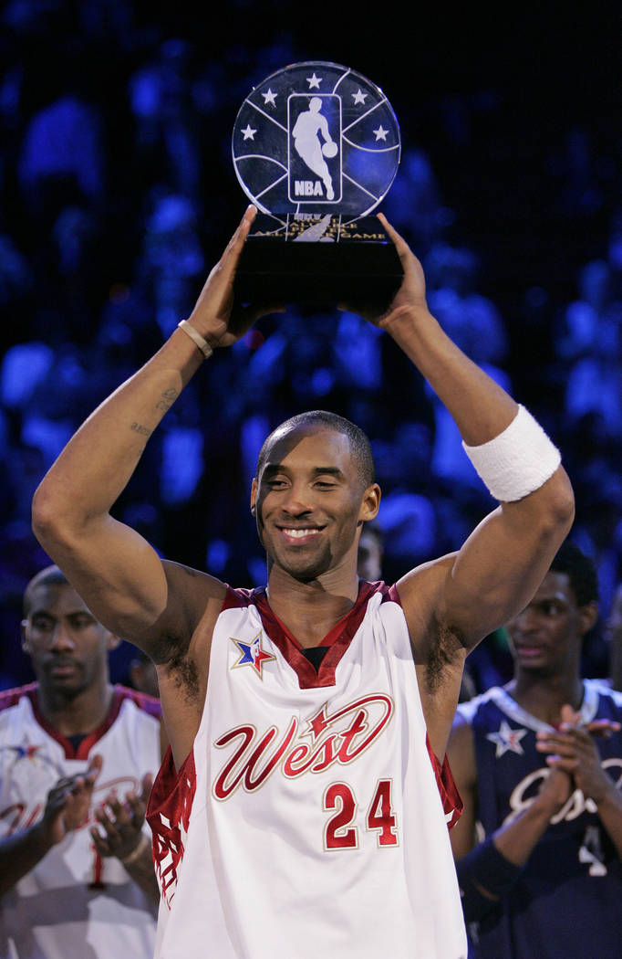 RJ FILE*** JOHN LOCHER/REVIEW-JOURNAL NBA Western Conference player Kobe Bryant holds up the ...