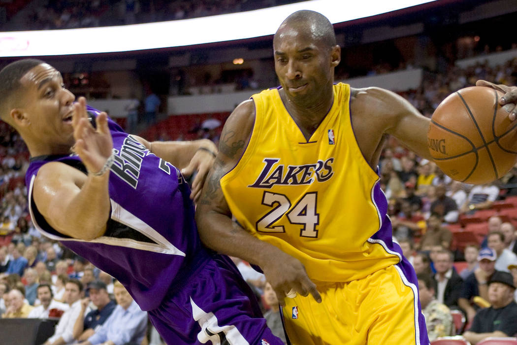 Los Angeles Lakers guard Kobe Bryant drives against Sacramento Kings player Kevin Martin in the ...