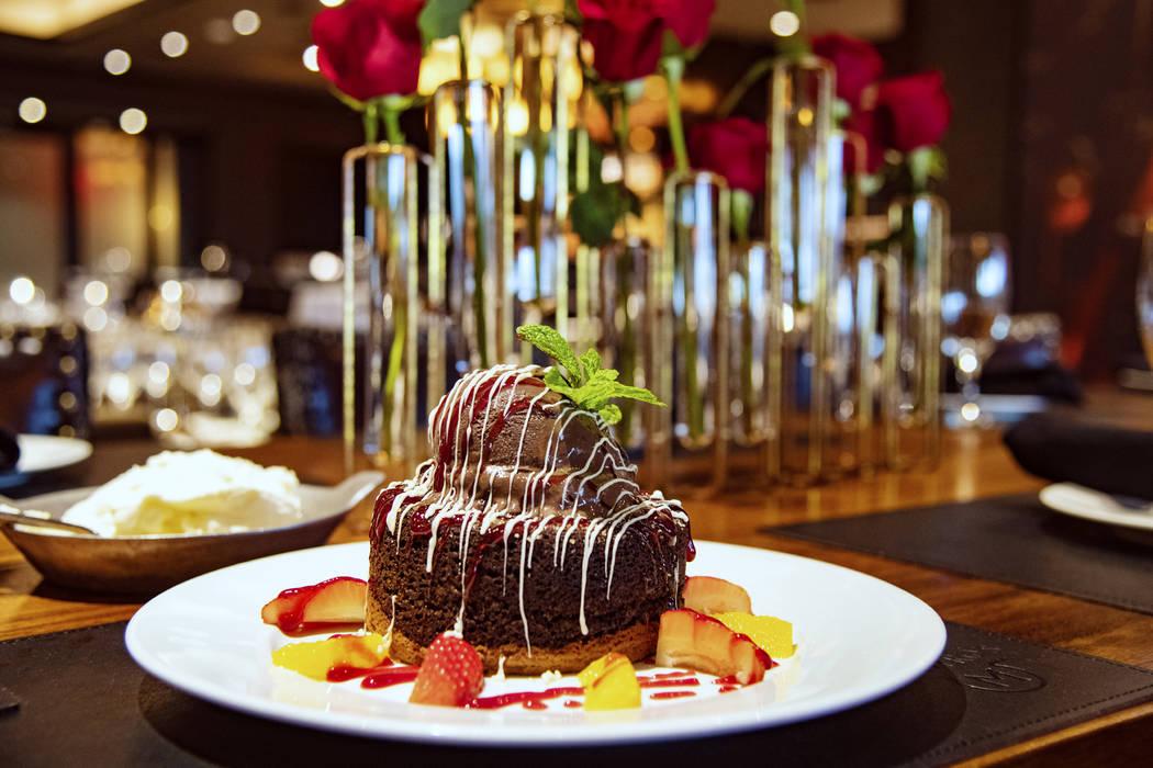 Original wählen Beförderung klassischer Stil Las Vegas Food | Valentine's Day take on a decadent cake | Las ...